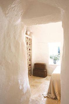 BEAUTIFUL RESTORED TRULLI IN PUGLIA, ITALY | Trullo Dei Mandorli bookable via www.cielodipuglia.com