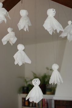 Kleenex ghosts (easy, cheap Halloween craft) why is it we forget about the old easy crafts/decorations???