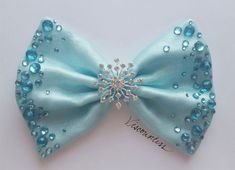 Best 12 We can't all travel by bubble, but you can definitely make a Galinda-worthy entrance wearing the Bubble Bow! The first Wicked Bow in the line, the Bubble Bow features a soft baby blue base with shimmering organza overlay. Its dazzle comes from spa Ribbon Hair Bows, Diy Hair Bows, Diy Bow, Bow Hair Clips, Frozen Bows, Frozen Hair, Hair Bow Tutorial, Boutique Hair Bows, Making Hair Bows