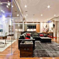 La cloison en verre est un moyen élégant d'organiser l'intérieur!
