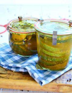 Przepis na roladki z cukinii z papryką i fetą w oleju - MniamMniam.com Kefir, Ketchup, Barware, Coca Cola, Food And Drink, Pudding, Jar, Drinks, Cooking