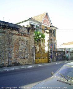 FÁBRICA DE TECIDOS LABOR    O casarão-sede da fábrica e os grandes portões de ferro-batido, um dos ícones da Mooca.