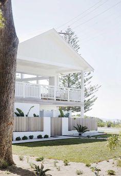 Best Ideas For House Beach Design Exterior Modern Coastal, Coastal Style, Coastal Living, Coastal Decor, Style At Home, Design Exterior, Exterior Colors, Dream Beach Houses, Hamptons Beach Houses