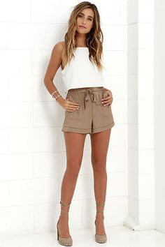 Pack an extra helping of cute by bringing the Picnic for Two Brown Shorts on your next adventure! High-waisted, woven shorts with a tie front, utility pockets, and cuffed hems. Brown Shorts Outfit, Summer Shorts Outfits, Brown Outfit, Short Outfits, Casual Shorts, Cute Outfits, Women's Shorts, Cute Dresses, Short Dresses