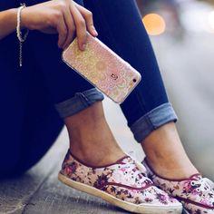 Detalhe indispensável no seu dia a dia: uma Gocase! {case: furta cor}  [TÁ ROLANDO PROMO DE FERIADO NO NOSSO SITE. CORRE LÁ]  #gocasebr #instagood #iphonecase #phonecase #furtacor #style #fashion #beatiful #voudegocase