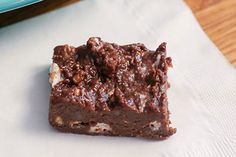 Add No-Bake Brownies to the dessert menu in just 20 minutes of prep time! Our tasty No-Bake Brownies are made with graham crackers, marshmallows and more. Chocolate Chip Brownies, Black Bean Brownies, No Bake Brownies, Melting Chocolate Chips, Chocolate Peanuts, Kraft Foods, Kraft Recipes, Desserts Menu, No Bake Desserts