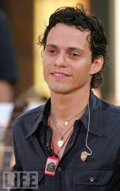 Que tierna mirada  me muero por el! ❤❤❤ me vuelvo locaaa  te amo Marc!!!!!