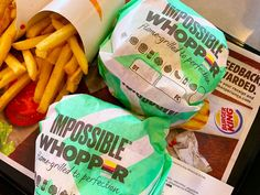 Meat lover taste test for the new Impossible Whopper, a vegan burger at Burger King with Impossible Food patty Dc Food, Plant Based Burgers, Impossible Burger, Fast Food Places, Vegan Mayo, Meat Lovers, New Green, Nom Nom, Vegetarian