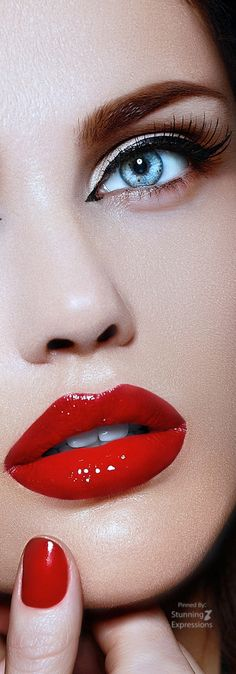 Model looks Beautiful red lips .- Model looks Beautiful red lips … Model looks Beautiful red lips More - Red Lip Makeup, Day Makeup, Eyeshadow Makeup, Makeup Ideas, Purple Eyeshadow, Blue Red Lipstick, Red Lipsticks, Dark Red Lips, Gloss Matte