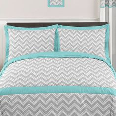 The 3-piece zigzag full/queen bedding collection by Sweet Jojo Designs will add instant zest to your bedroom. This stylish bedding set boasts a modern gray and white zigzag print combined with turquoise and white solid cottons.