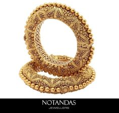 Gold kadas by notandas Indian Jewelry Sets, India Jewelry, Temple Jewellery, Gold Bangles Design, Gold Jewellery Design, Rajputi Jewellery, Bridal Bangles, Gold Jewelry Simple, Bracelets