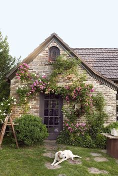 Step Inside This Beautiful Tudor House and Garden in Alabama Prepare to be charmed by this Birmingham garden and home. Tudor Cottage, Style Cottage, Cute Cottage, Cottage In The Woods, Cottage Design, Stone Cottage Homes, English Cottage Exterior, Tudor House Exterior, French Cottage Garden