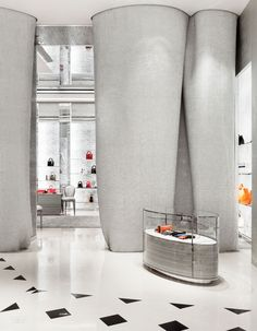 French Style Defines Dior's Beijing Outpost by Peter Marino Interior Design Usa, Interior Design Magazine, Top Interior Designers, Best Interior, Interior Architecture, Boutique Interior, Dior Boutique, Retail Store Design, Retail Stores