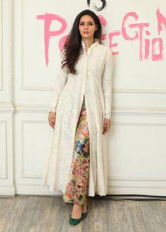 Pakistani Dresses Party, Pakistani Dress Design, Pakistani Outfits, Party Wear Dresses, Indian Outfits, Dress Party, Kurti Designs Pakistani, Wedding Hijab, Pakistani Bridal