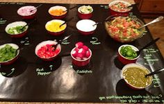 poca cosa: Fiesta Bunco= A taco & Nacho Bar Labelling Style Salsa Bar, Appetizer Buffet, Mexican Fiesta Party, Nacho Bar, Taco Party, Party Dishes, Party Buffet, Party Drinks, Salads