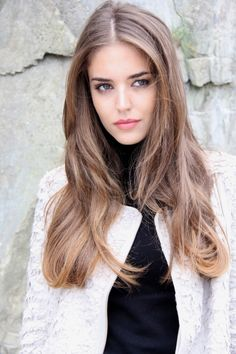 Picture of Clara Alonso Most Beautiful Faces, Beautiful Long Hair, Shiny Hair, Dark Hair, Brunette Beauty, Hair Beauty, Cute Hair Colors, Corte Y Color, Cute Beauty