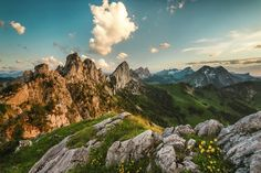 Hiking in Switzerland: The 15 most beautiful hikes Places In Switzerland, Switzerland Vacation, Lucerne, Canton De Fribourg, Places To Travel, Places To See, Travel Destinations, Paris France, Bali