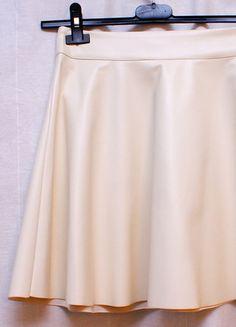 Kup mój przedmiot na #vintedpl http://www.vinted.pl/damska-odziez/spodnice/11821352-biala-spodniczka-ze-skory-ekologicznej