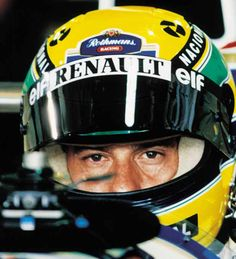 Ayrton Senna no cockpit de seu Williams, durante treino do GP do Brasil de F1, no Autódromo de Interlagos.