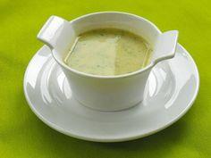 El brócoli y el calabacín son dos verduras muy sanas, esta crema de calabacín y brócoli, combina los beneficios de ambos vegetales.