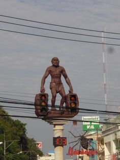 Dear friends, Krabi is a funny place indeed. Where on earth do you have a bronze statue of a big Neanderthal man holding 2 traffic lights in his hands on top of a cement pillar in big intersections...