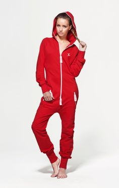 The OnePiece Original Fitted Red Onesie with a classic slim fit design looks great on both men and women. This unisex onesie jumpsuit is the ultimate in chill out wear and has a stretchy material, super soft cotton and zip through front. Jump In.Jumpsuit with a great slim fit and stretch fabric on the sides 100% Cotton - Soft Lightweight fabric in 250gsm quality. Male model's height: 182cm/5'9