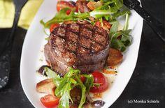 Rindslungenbraten mit Brotsalat Billa, Meal Ideas, Steak, Lunch, Meals, Dinner, Food, Deli Food, Dinner Ideas