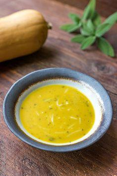 Smaakvolle pompoensoep met curry, garam masala en kokosmelk