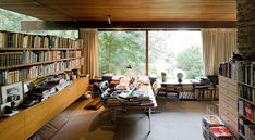 Love the house not the interior thou (this was a very messy room too hahaha) Richard Neutra Rang House Photographed by Iwan Baan 7 Richard Neutra, Richard Meier, Home Interior, Interior Architecture, Chinese Architecture, Futuristic Architecture, Floor To Ceiling Windows, Huge Windows, Mid Century Modern Design