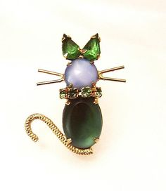 Adorable  vintage Cat Pin blue and green glass