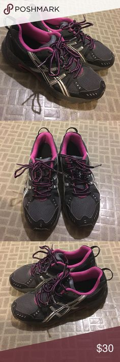 Asics shoes Women running shoes, good condition. Only flaw is shown and is the shoe lace. Make an offer☺. Asics Shoes Athletic Shoes