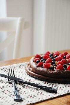 Tarta moelleux de chocolate y frutos del bosque