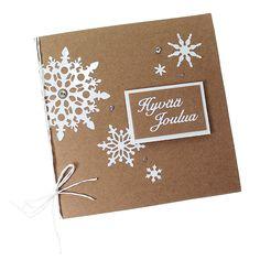 Valkoiset lumihiutaletarrat näyttävät upeilta ekohenkisillä ruskeilla korttipohjilla.