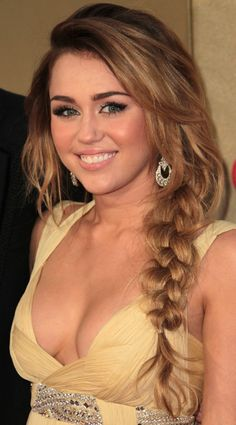 Miley Cyrus Braided Hairstyle - Sexy Long Hairstyle with Braid NOW THIS IS SEXY!! COME ON!