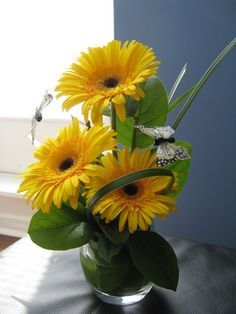 Gerbera Daisy floral design - Google Search......for all the small , glass , bowls I have..........hmmmmm