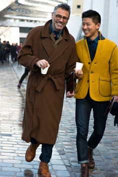 Brown and Gold Wool Coats, Urban Street Style, Men's Fall Winter Fashion. Hipster Grunge, Grunge Goth, Mode Masculine, Men Street, Street Style Women, Vogue Online, Street Style Vintage, Mens Fashion Week, Winter Fashion