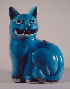 Cat night light (Qing dynasty, Emperor Qianlong (1736-1796), late 18th century) - Enameled Chinese porcelain - Musée Cognacq-Jay, Paris