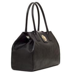 Kate Spade handbag, a classic. Cute Handbags, Kate Spade Handbags, Kate Spade Purse, Handbags On Sale, Purses And Handbags, Leather Handbags, Handbag Accessories, Fashion Accessories, Kate Spade Outlet
