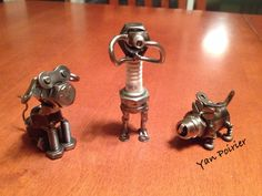 Photographe avec c 2 chiens Scrap Metal Art, Sculpture, Garage, Dogs, Photography, Carport Garage, Garages, Sculpting, Statue