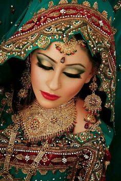 Beautiful Pakistani Bridal Makeup starts with a successful trial run. Pakistani Bridal Makeup, Asian Bridal Makeup, Indian Makeup, Indian Bridal Wear, Bridal Beauty, Indian Beauty, Arabic Makeup, Moda Indiana, Bollywood Makeup