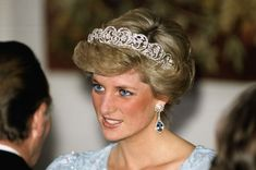 Princess Diana of Wales wearing a icy blue gown for a dinner hosted by the Bavarian President Franz Josef Strauss during an officlalt visit to Münich with Prince Charles in November 1987 Lady Diana Spencer, Spencer Family, Princesa Diana, Princesa Real, Princess Charlotte, Princess Of Wales, Real Princess, Diana Tiara, Royals