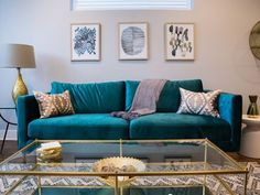 In love with this teal couch! In love with this teal couch! Living Room Turquoise, Teal Living Rooms, Living Room Colors, Living Room Sofa, Living Room Modern, Home Living Room, Apartment Living, Living Room Designs, Living Room Decor