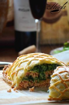 Holjadre de Salmón Enrejado | Las Mejores Recetas de Huga [Update: Pretty good, I would add garlic or something to give more flavor, more on the simple side, maybe use a mornay sauce instead of just béchamel, or make a spanakopita-salmon version]