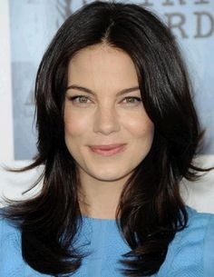 Michelle Monaghan highlights her oval face with a mid-to-long length choppy style.