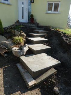 """Nous avions trouve une tres joli idee d'amenagement de notre escalier exterieur :         Nous avons coule  le beton :    Ca nous pl ait beaucoup mais maintenant on se sait plus quoi faire car on a decouvert ...... (Forum """"Terrasses, clotures et autres aménagements extérieurs"""" - 2 messages)"""