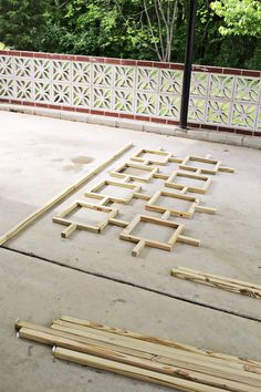 (click through for tutorial)Mid Century Trellis DIY! (click through for tutorial)Century Trellis DIY Mid Century Trellis DIY! (click through for tutorial)Mid Century Trellis DIY! (click through for tutorial) Modern Backyard Design, Patio Design, Modern House Design, Modern Interior Design, Wood Design, Modern Decor, Garden Modern, Modern Wall, Retro Home Decor