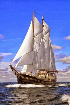 Pirate Boats, Old Sailing Ships, Full Sail, Ship Drawing, Boat Art, Cool Boats, Wooden Ship, Yacht Boat, Tall Ships