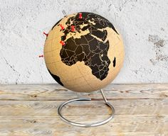 Pinpoint where you wish to travel next using this cork globe that you can stick notes and photographs to like a memo board. Diy Cadeau Noel, Quirky Decor, Wall Mounted Bottle Opener, World Globes, Red Candy, Diy Box, Home And Deco, Novelty Gifts, Decoration