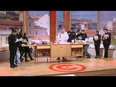 O professor António Alexandre explica aos alunos como preparar e cozinhar o peixe, www.rtp.pt/chefsacademy