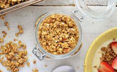 Aprenda como preparar uma granola caseira e tenha um produto muito mais barato e com procedência conhecida na sua dieta saudável.